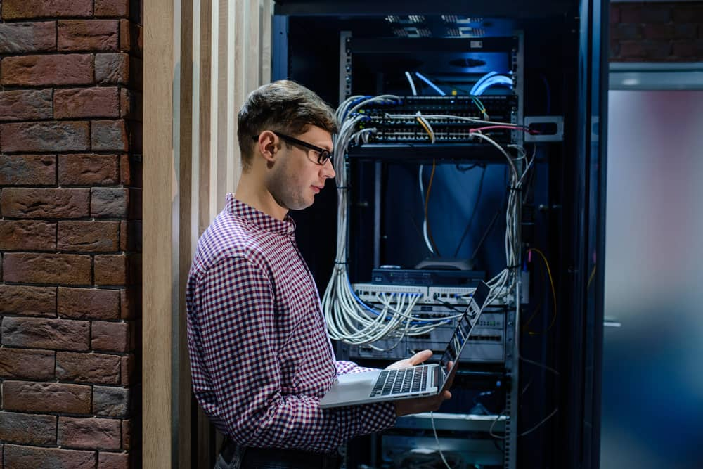 Data center decommission for national financial institution